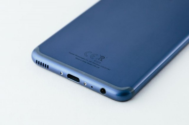 P10_dazzling_blue_back_charging_port