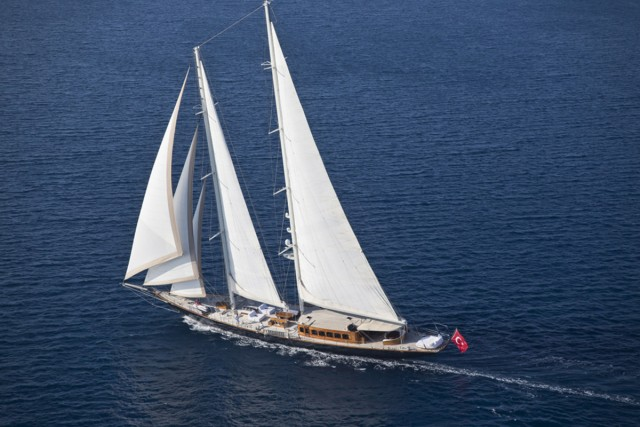 james-bond-skyfall-yacht-9