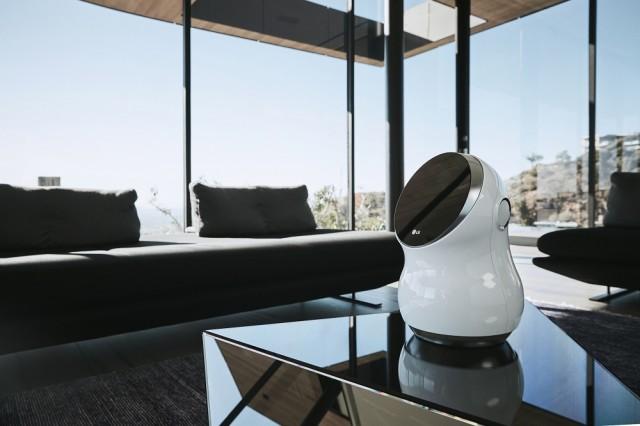 LG Hub Robots_lifestyle photo 1