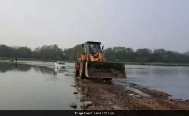 car-stuck-in-water_650x400_41491575144