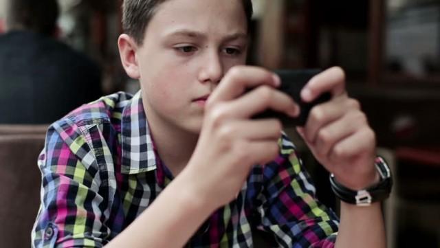 mobile-teenagers1
