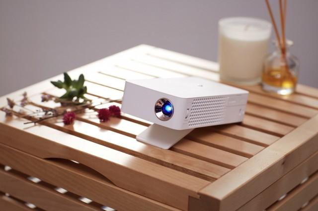 LG MiniBeam Projector_PH30J_1