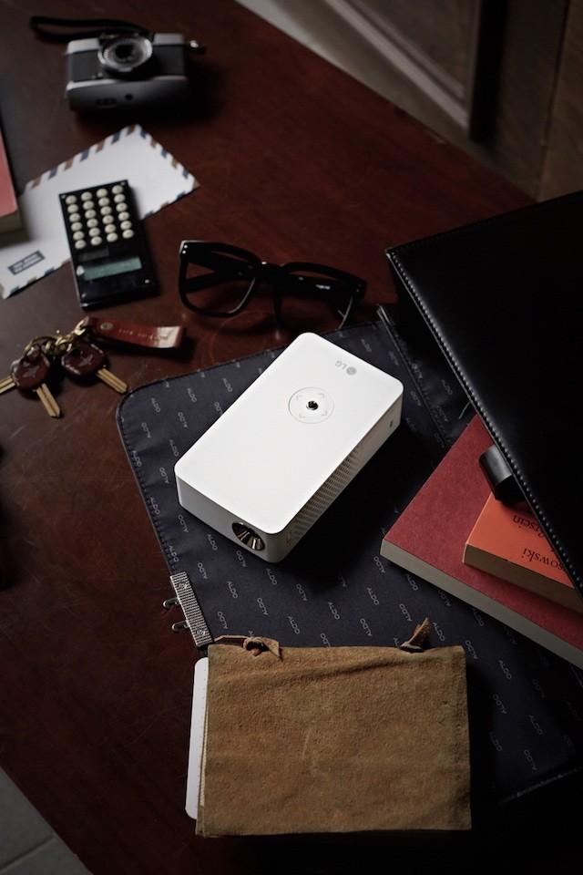LG MiniBeam Projector_PH30J_2