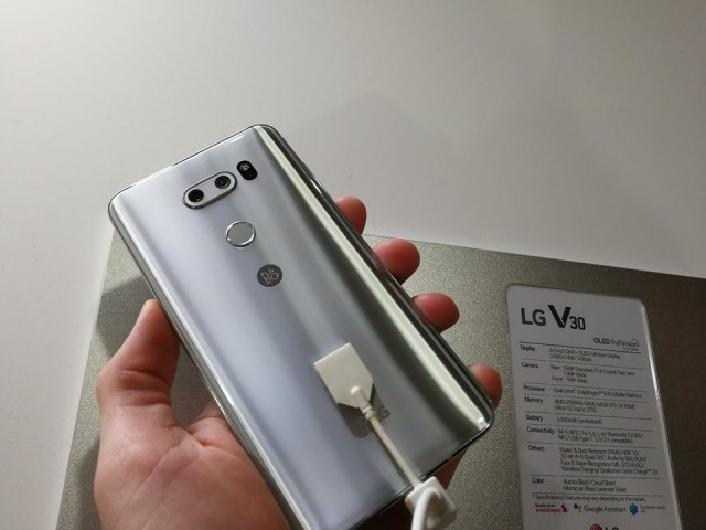 LG V30 - hands-on photo IFA 2017 - 01