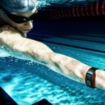 samsung_gear_fit_2_pro_guy_swimming-900x511