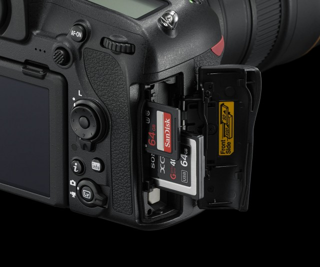 D850_Slot_XQD_SD
