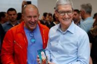"""Jony Ive: Απαντά για τις αλλαγές στο iPhone X στο Time που το τοποθετεί στις 25 κορυφαίες """"εφευρέσεις"""" της χρονιάς"""