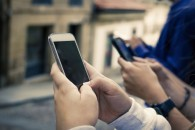 Οι καταναλωτές προτιμούν να κάνουν software updates στα smartphones τους, παρά να αγοράσουν νέα μοντέλα