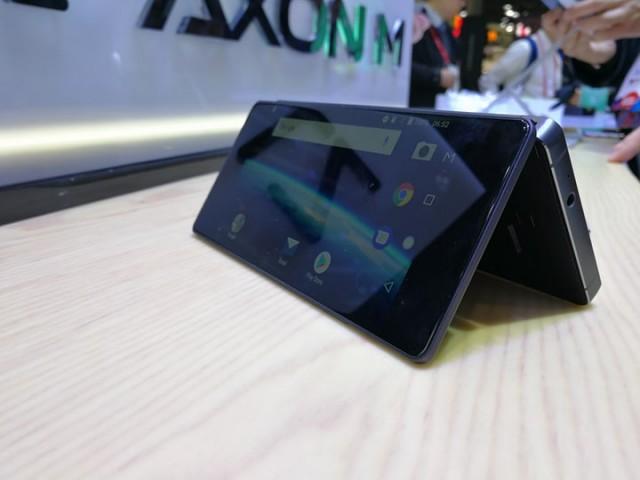 ZTE-Axon-M-06