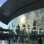 glass-campus-apple