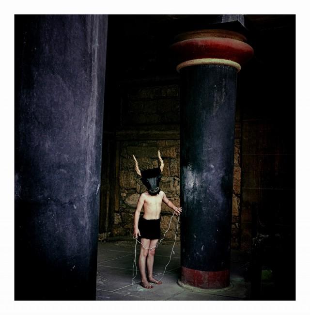 """Η νικήτρια φωτογραφία με τίτλο """"Νεαρός Μινώταυρος"""" που χάρισε το πρώτο βραβείο στον Έλληνα φωτογράφο. Copyright: © PANOS SKORDAS, Greece, Winner, Open, Culture (Open competition), 2018 Sony World Photography Awards"""