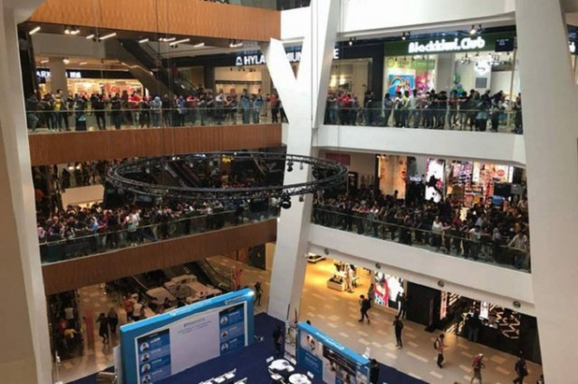 Malaysian-retailer-Switch-cancels-50-Apple-iPhone-5s-sale-after-getting-mobbed