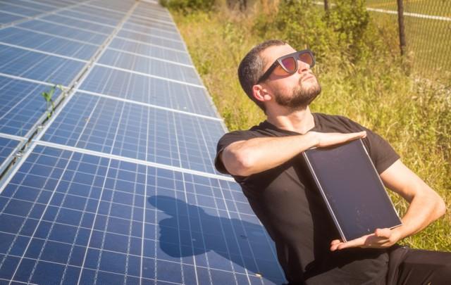chromebook-sun-charging