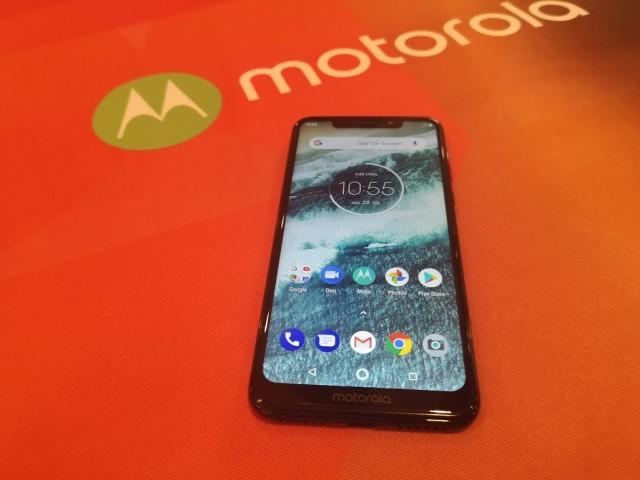 Motorola One - 01