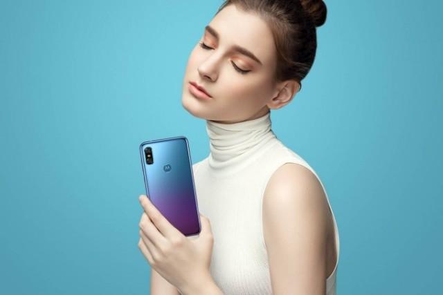 Motorola-P30-girl