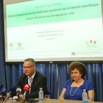 """Αίθουσα Τελετών Υπουργείου Παιδείας, Λευκωσία, Κύπρος Ο Υπουργός Παιδείας και Πολιτισμού κ. Κώστας Χαμπιαούρης και ο Υπουργός  Δικαιοσύνης και Δημοσίας Τάξεως κ. Ιωνάς Νικολάου σε συνέντευξη Τύπου με θέμα «Εθνική Στρατηγική για ένα καλύτερο διαδίκτυο για τα παιδιά». // Press conference Events Hall, Ministry of Education, Lefkosia, Cyprus  The Minister of Education and Culture, Mr Kostas Chiampiaouris, and the Minister of Justice and Public Order, Mr Ionas Nicolaou, at a Press conference on the """"National Strategy for a better Internet for children''."""