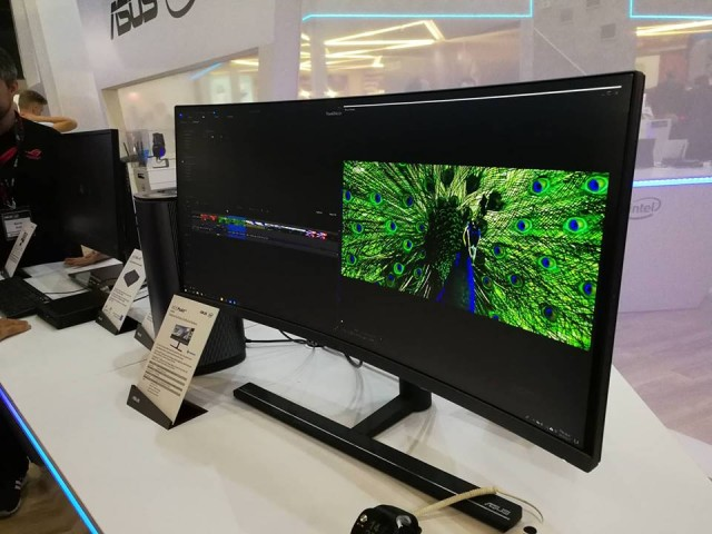 Asus Booth (12)