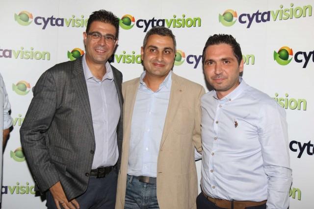 Ο προϊστάμενος του αθλητικού περιεχομένου της Cytavision, κ. Ανδρέας Οικονομίδης με τον Πρόεδρο της ΚΟΚ κ. Ανδρέα Μουρουζίδη και τον Γενικό Διευθυντή της ΚΟΚ κ. Άθω Αντωνίου