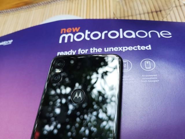 Motorola-One-03