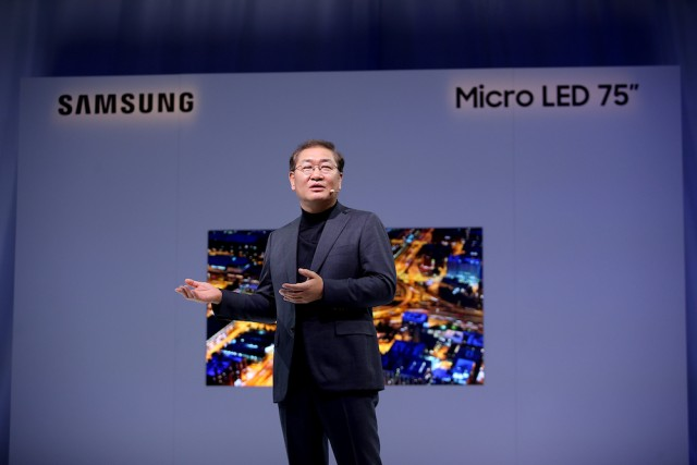 Samsung Unveils The Future of Displays at CES 2019 - JH Han_On the stage