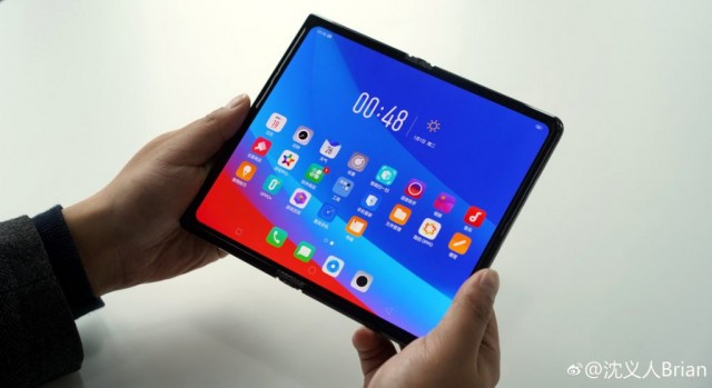 OPPO-foldable-phone-1