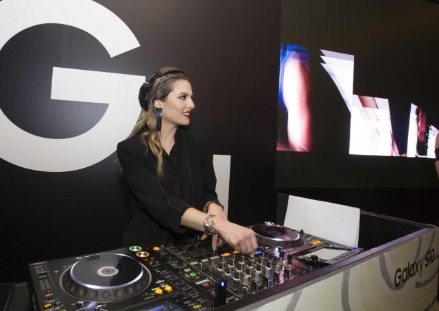 Η DJ Xenia Ghali διασκέδασε τους προσκεκλημένους με τις μουσικές της επιλογές.