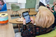 «Τεχνολογία για Όλους»: Δωρεάν μαθήματα νέων τεχνολογιών για ανθρώπους μεγαλύτερης ηλικίας από την COSMOTE