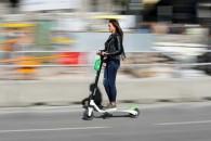 Βόλτες με φίλους με το Group Ride: To νέο χαρακτηριστικό στα ηλεκτρικά πατίνια της Lime διαθέσιμο στην Αθήνα
