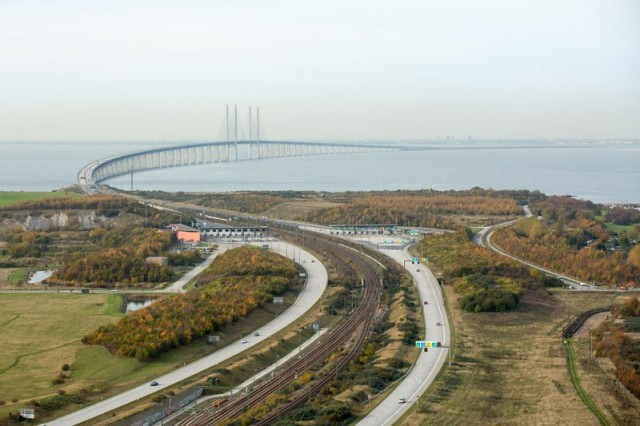 oresund-bridge-tunnel-connects-denmark-and-sweden-1