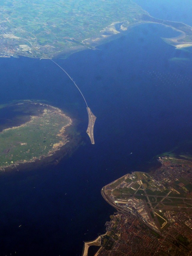 oresund-bridge-tunnel-connects-denmark-and-sweden-12