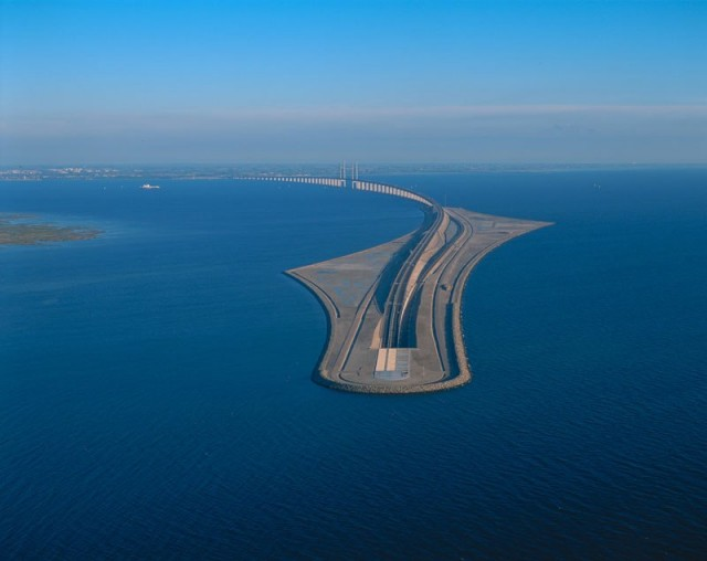 oresund-bridge-tunnel-connects-denmark-and-sweden-13