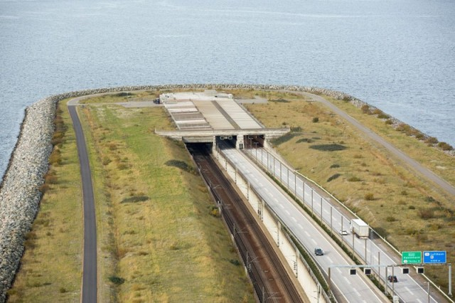 oresund-bridge-tunnel-connects-denmark-and-sweden-4