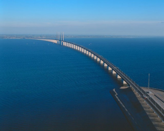 oresund-bridge-tunnel-connects-denmark-and-sweden-6