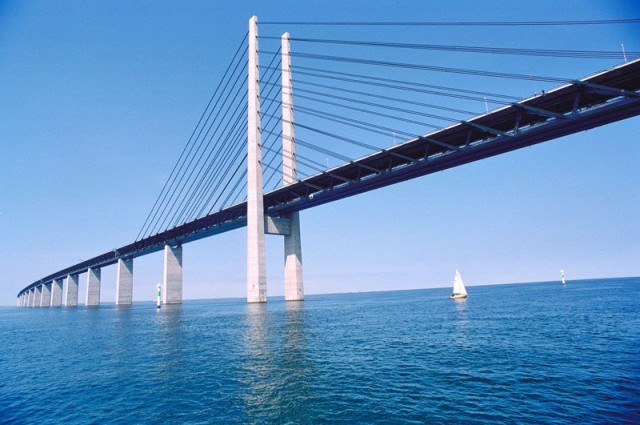 oresund-bridge-tunnel-connects-denmark-and-sweden-7