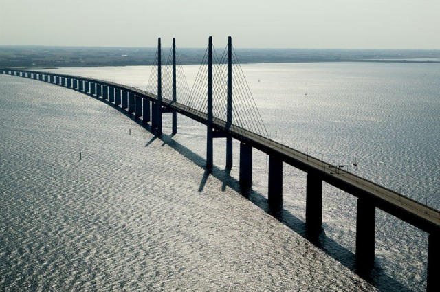 oresund-bridge-tunnel-connects-denmark-and-sweden-9