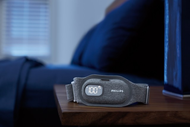 Philips_SmartSleep_Snoring_Relief_Band_Lifestyle01.download