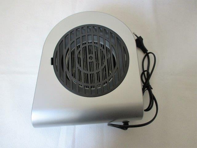 Toolland / Κατασκευαστής: VARAS NV Μοντέλο: TV 76605, τεχνικά Χαρακτηριστικά: 220-240 V, 50/60 Hz, 4 W και διανομέα την εταιρεία A & G SUN TOWER PLAZA LTD