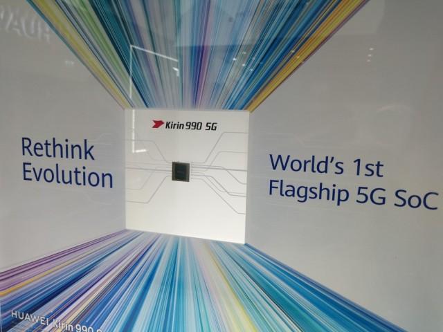 Huawei booth (2)
