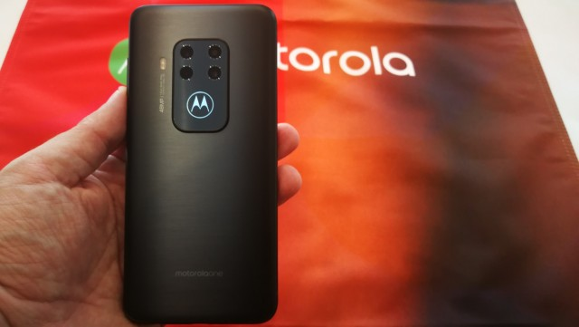 Motorola One Zoom (1)