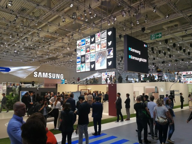 Samsung Booth Tour (10)