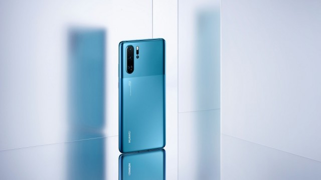 P30 Pro_lifestyle_acrylic_blue_JPG_20190829