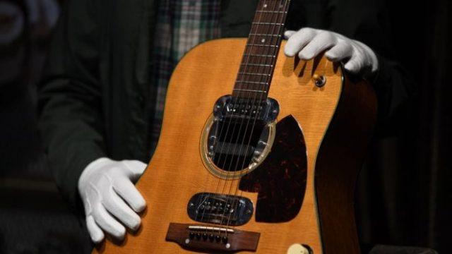 kurt cobain κιθάρα