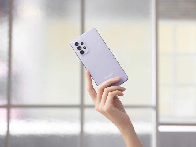 Galaxy A52 handson violet 1