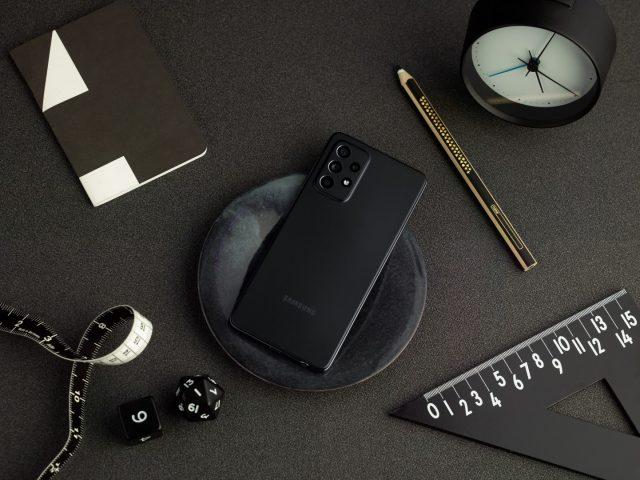Galaxy A52 lifestyle black